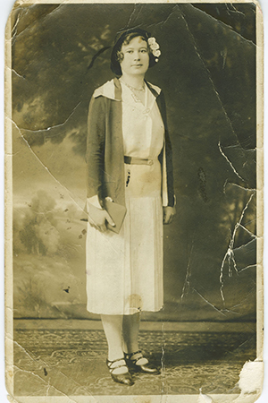 full-length portrait photo of a woman from the early 20th century